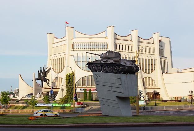 Grodno, weißrussland - 8. august 2021: blick auf das schauspielhaus von grodno
