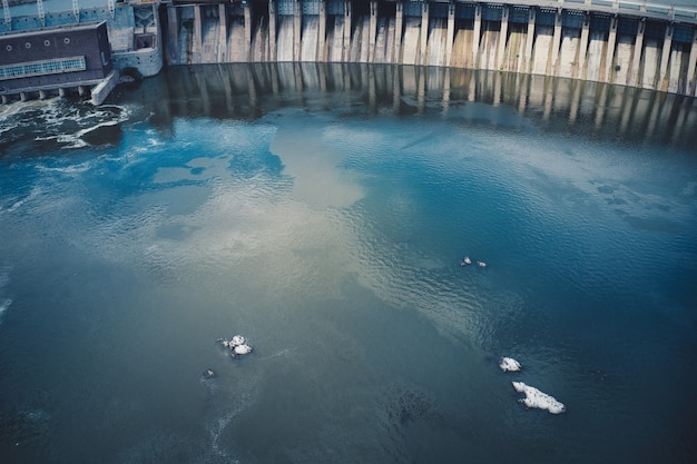 Größtes wasserkraftwerk am dnjepr in saporoschje. Premium Fotos