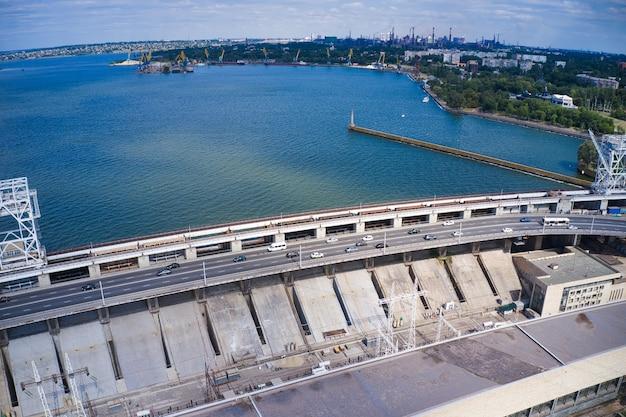 Größtes wasserkraftwerk am dnjepr in zaporozhye.
