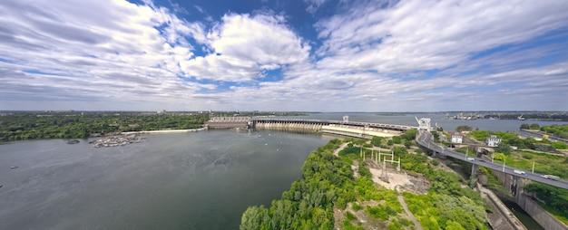 Größtes wasserkraftwerk am dnjepr in zaporozhye Premium Fotos