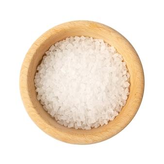 Große zuckerkristalle in der schüssel isoliert