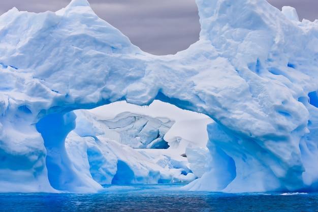 Großer eisberg der antarktis