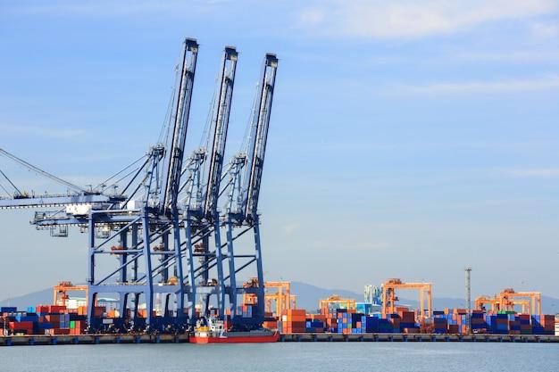 Großer industriehafen