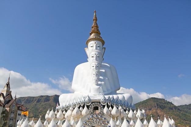 Großer tempel buddhas phasornkaew, khao kho phetchabun, thailand