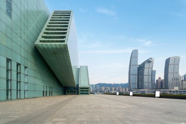 Großer theaterplatz und stadtlandschaft in chongqing, china