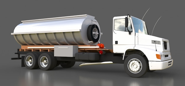 Großer weißer lkw-tanker mit poliertem metallanhänger