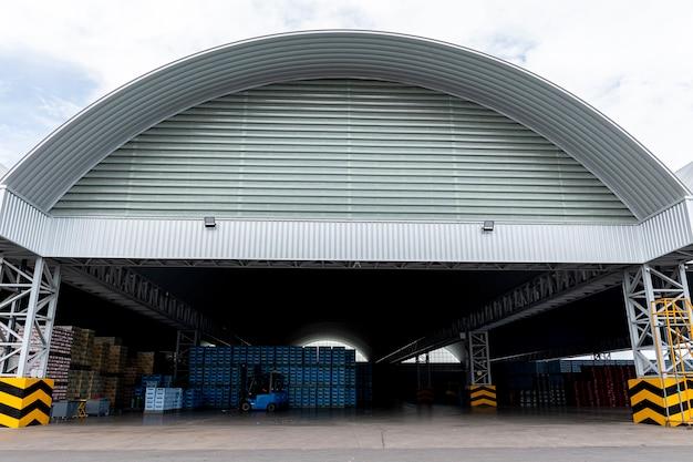 Großes distributionszentrum überdachen und strukturieren