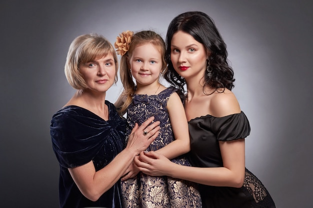 Großes familienporträt von frauen, glückliche familie