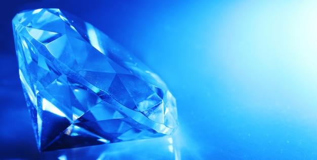 Großes und schönes juwel