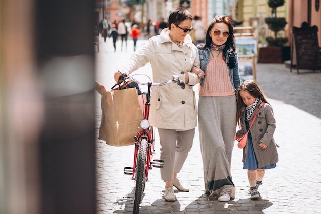 Großmutter mutter tochter einkaufen