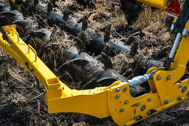 Grubber bei der arbeit, nahaufnahme eines fragments von deep ripper