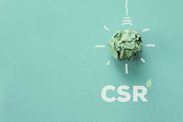 Grünbuch glühbirne mit csr, corporate social responsibility, verantwortungsbewusstes geschäftskonzept