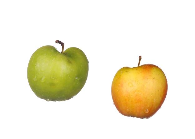 Grüne äpfel lokalisiert auf weiß