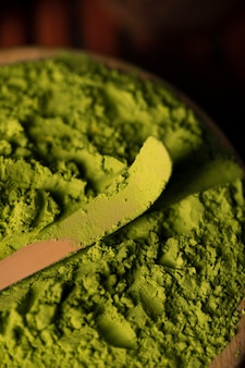 Grüne asiatische tee matcha nahaufnahme