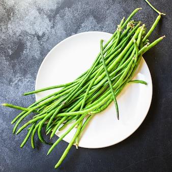 Grüne bohnen frisches erntegemüse bio essen
