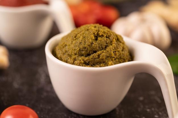 Grüne curry-paste aus chili