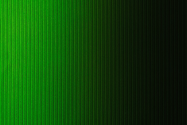 Grüne farbe des dekorativen hintergrundes, gestreifte beschaffenheit, horizontale steigung. tapete. kunst. design.