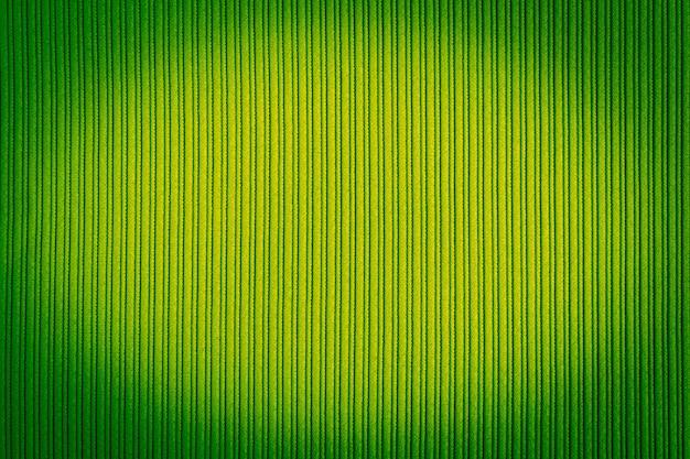 Grüne farbe des dekorativen hintergrundes, gestreifte beschaffenheit, vignettierungssteigung.