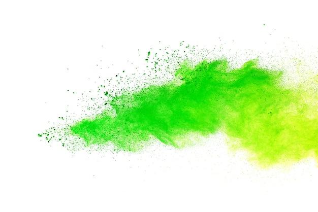 Grüne farbe über weißem hintergrund bespritzt.