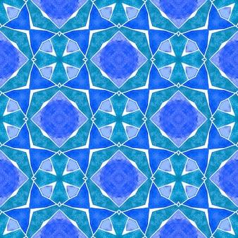 Grüne geometrische chevron-aquarellgrenze. blaues, energetisches boho-chic-sommerdesign. chevron-aquarellmuster. textilfertiger faszinierender druck, bademodenstoff, tapete, verpackung.