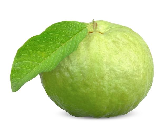 Grüne guavenfrucht und blatt lokalisiert auf weiß. guaven-beschneidungspfad