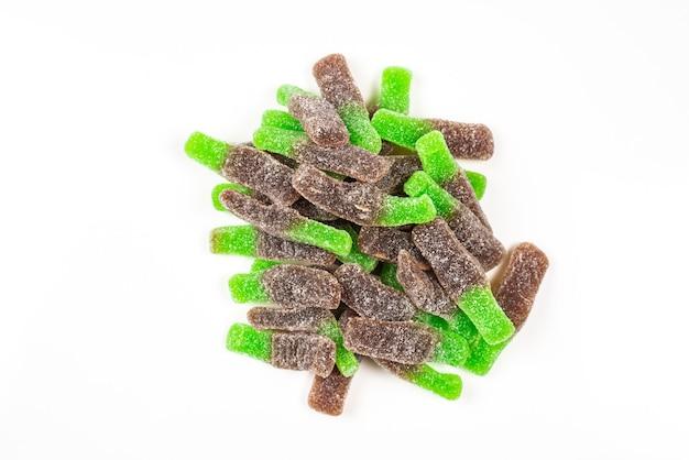 Grüne gummibonbons. ansicht von oben. gelee bonbons.