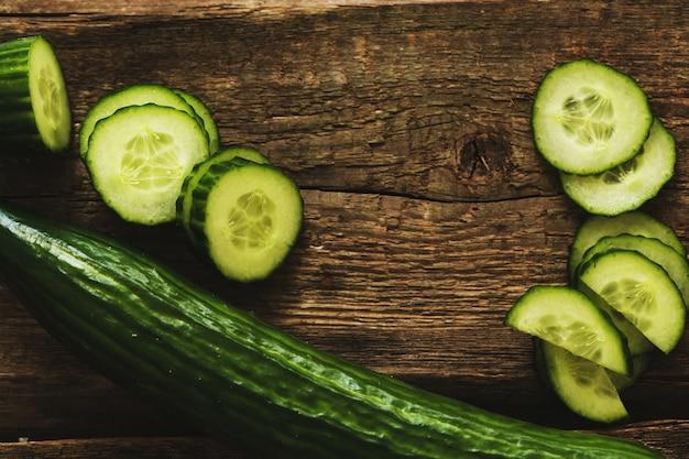 Grüne gurke und scheiben