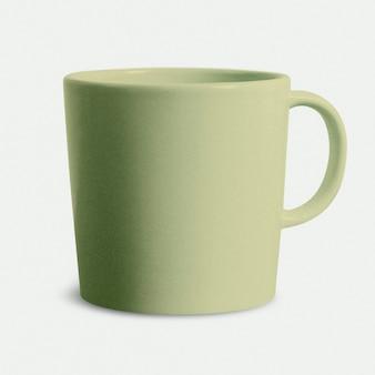 Grüne kaffeetasse aus keramik auf weißem hintergrund