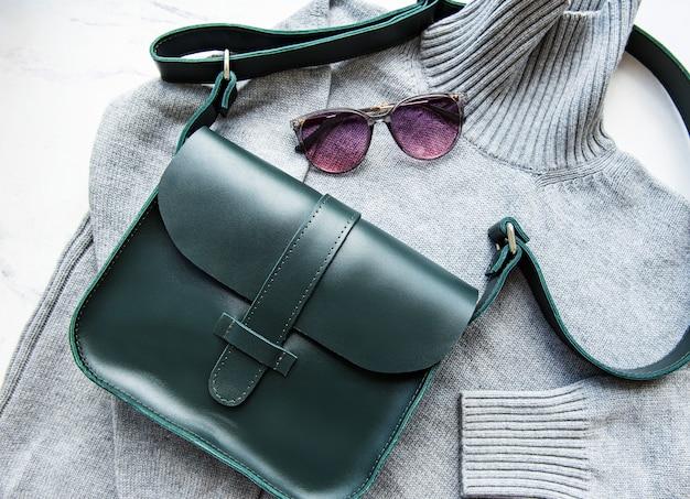 Grüne ledertasche für frauen