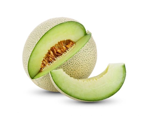 Grüne melone auf weißer wand.