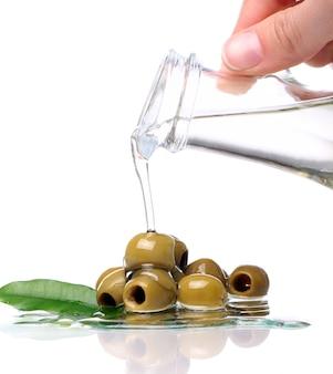 Grüne oliven in öl