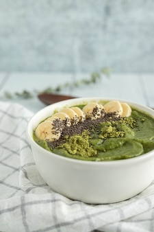 Grüne paste mit banane