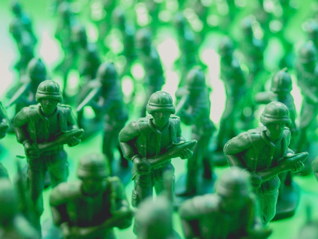 Grüne plastikspielzeugsoldaten