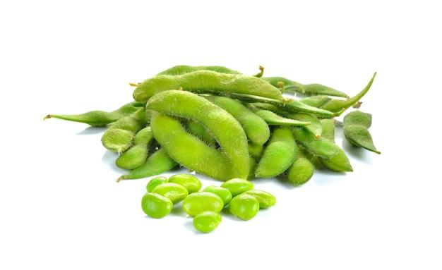 Grüne sojabohnen isoliert