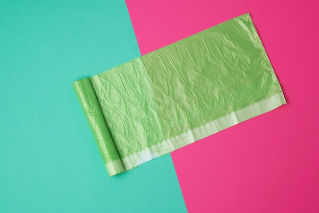 Grüne transparente plastiktüte für abfall