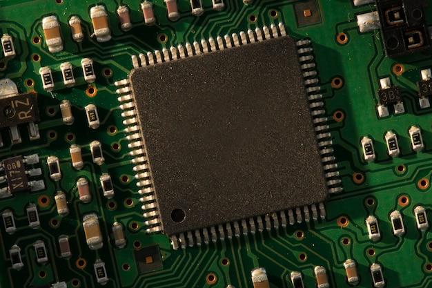 Grüne und schwarze elektronische schaltung