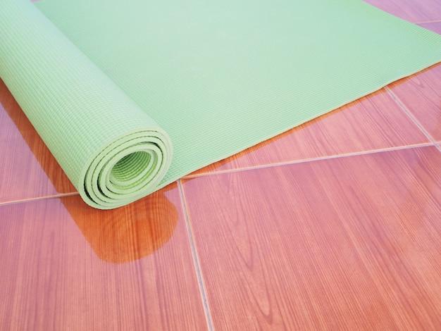 Grüne yogamatte