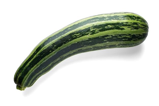 Grüne zucchini lokalisiert auf weißem hintergrund