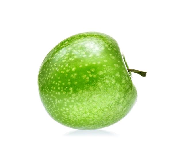 Grüner apfel isoliert auf weißem hintergrund