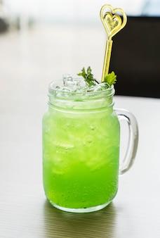 Grüner apfelsoda