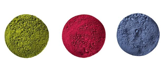 Grüner, blauer und roter matcha-pulvertee isoliert.