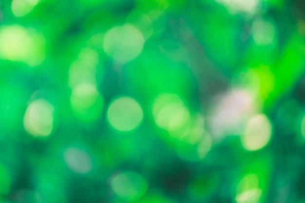 Grüner bokeh hintergrund mit kreisen. sommer abstraktes thema.