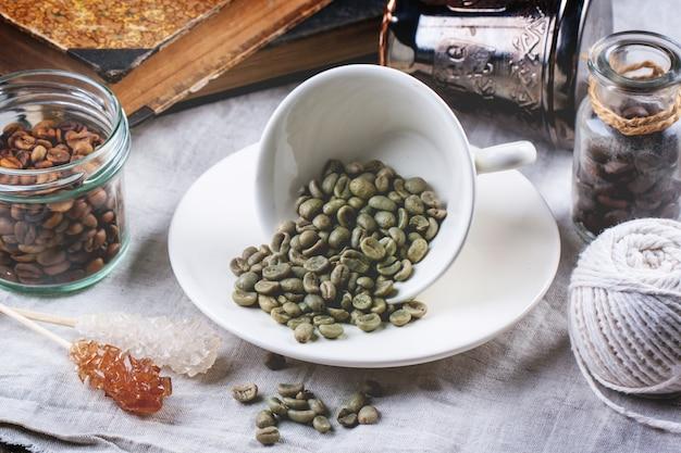 Grüner, brauner und schwarzer kaffee