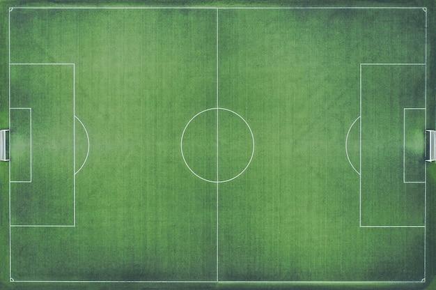 Grüner fußballfeld-draufsichthintergrund. weltmeisterschaftskonzept