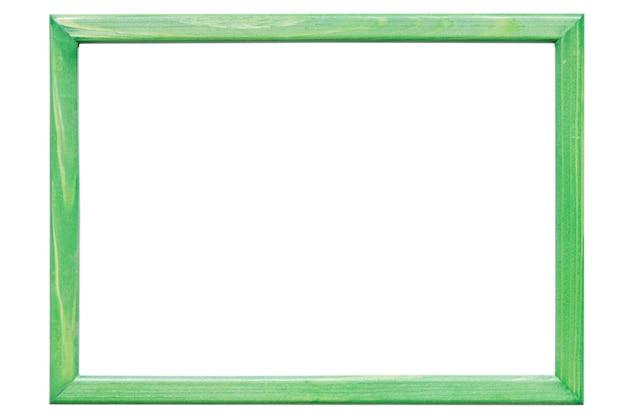 Grüner holzrahmen auf weißem hintergrund