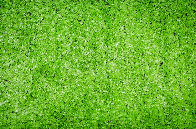 Grüner kunstrasen gerollt
