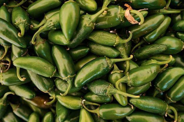 Grüner paprika hintergrund