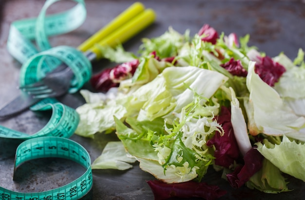 Grüner salat des sommers. gesundheitsnahrung.
