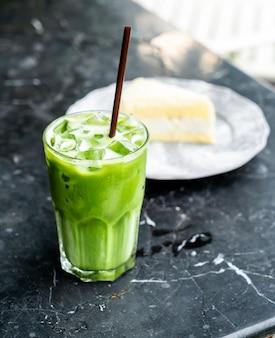 Grüner tee mit milch