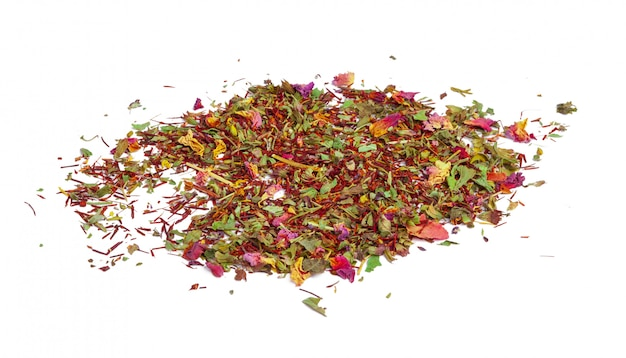 Grüner tee mit trockenen blüten. nahansicht